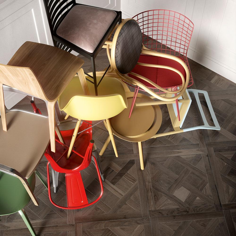 Opera Astratta, Riflettendo sul Dis-ordine con Messy Chairs